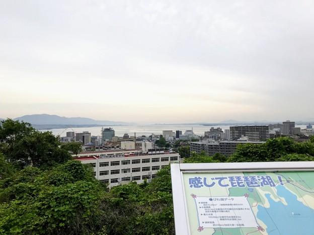 大津SAから琵琶湖を望む
