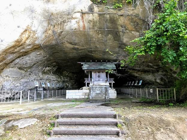 大境洞窟住居跡の祠