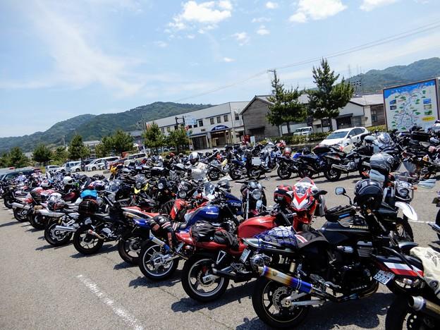 ラブ・ジ・アースミーティングに集まったバイク