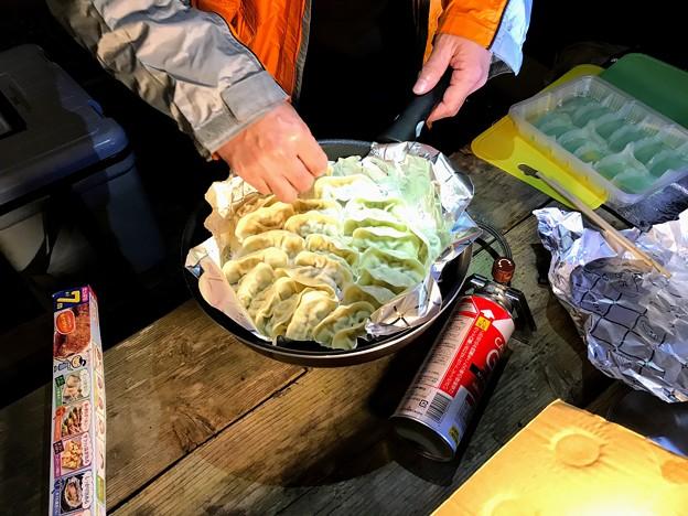 山之口キャンプ場でのキャンプ飯 餃子