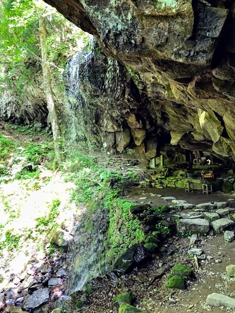 岩井滝の裏側