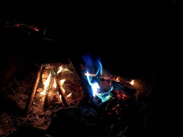 Photos: 一般的な炎 と マジックフレームの炎