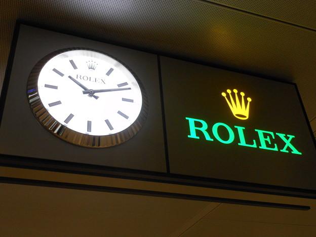 ジュネーブ駅の時計はロレックス^^: