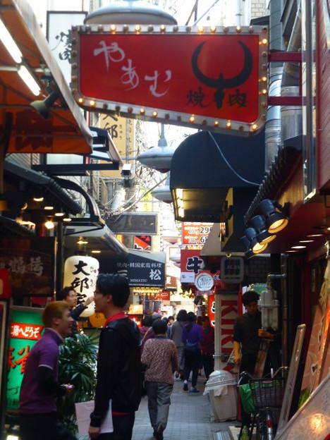 焼肉店が立ち並ぶ鶴橋