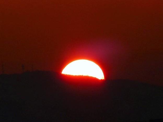 写真: 生駒山から昇る朝日