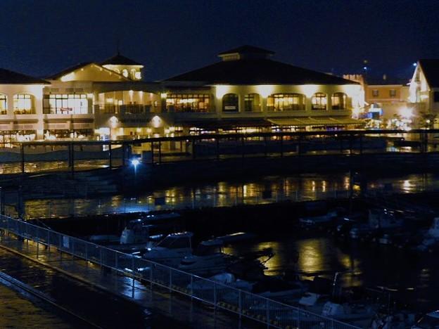 マリンピア神戸のライトアップ