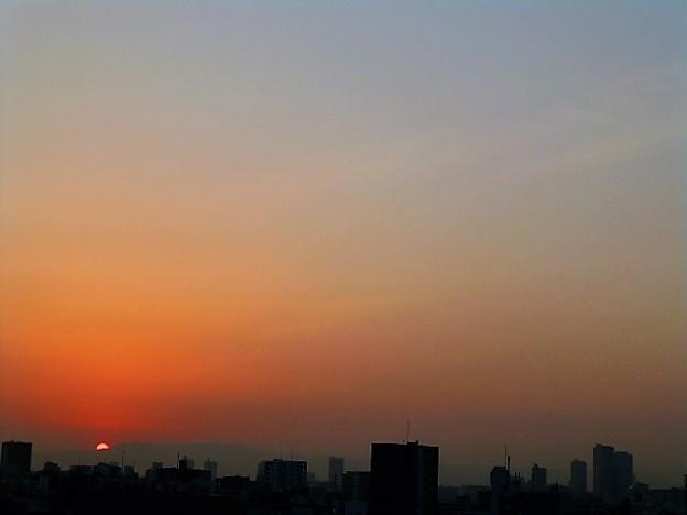 霞む大阪の朝