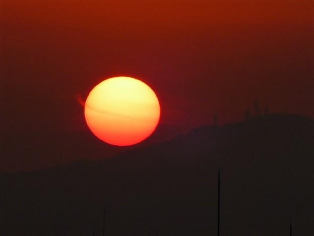 朝日と生駒山