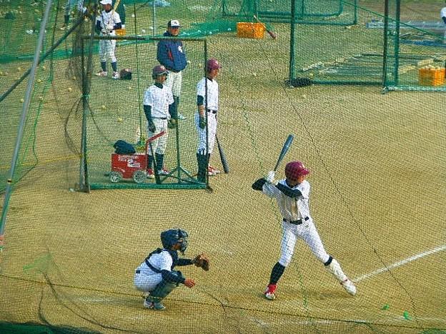 多くの野球チームが練習する淀川河川敷