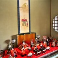 写真: 二階の客間に飾られた有職雛