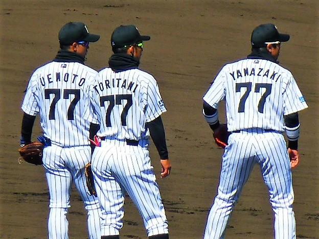 写真: 選手全員が背番号77で挑む
