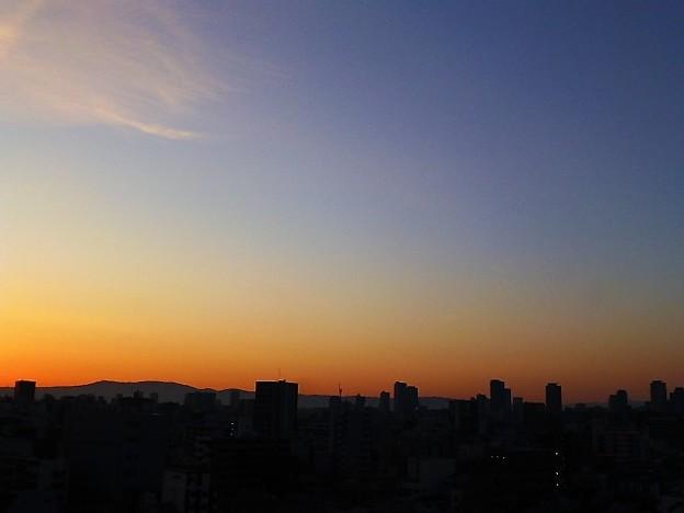 写真: 大阪の朝焼け