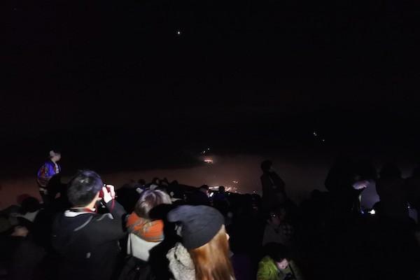 竹田城跡までたどり着くとたくさんの人がいます