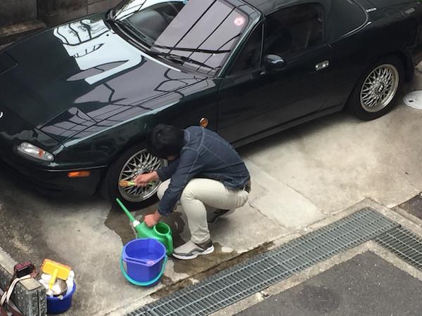 ホイールを洗ってくれている次男