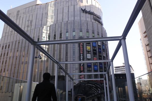 ヨドバシカメラ梅田。新しくできた連絡通路を使うのは初めて。