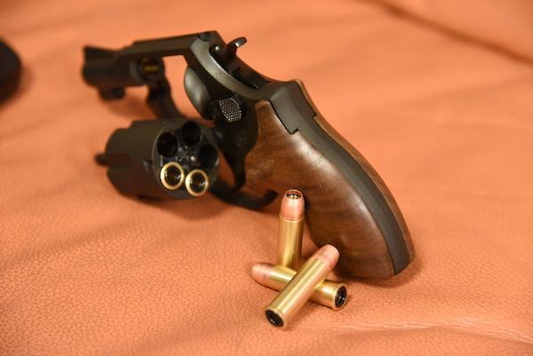 実銃の様に1発ずつ弾を込められる