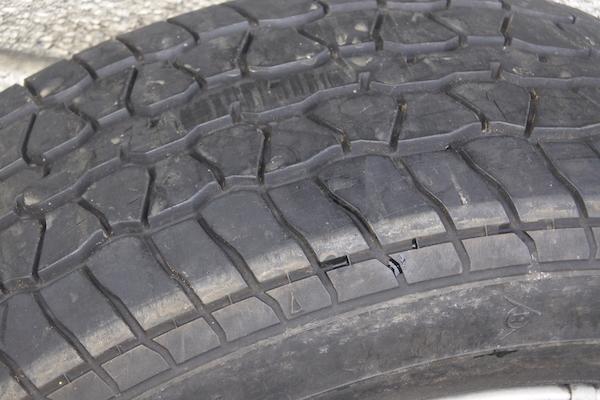 純正タイヤのトレッドパターン