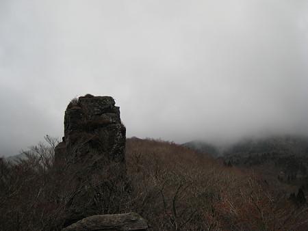 ローソク岩からの望むクルソン仏岩と冠山