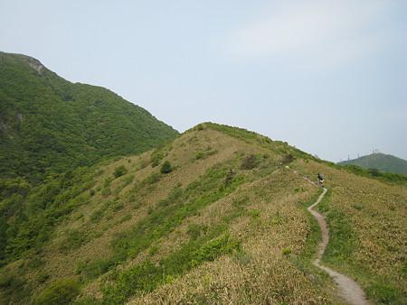 子三瓶山頂から男三瓶への縦走路2