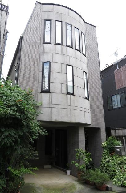 東京都新宿区若宮町b