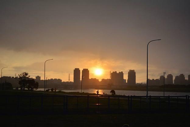 写真: 落日跑者