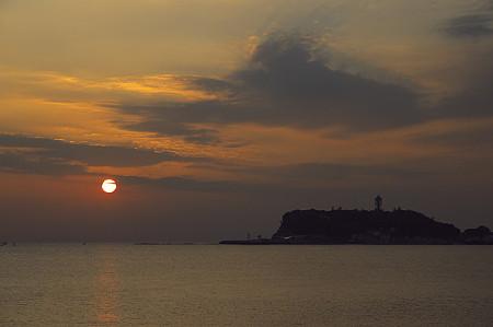 江ノ島に沈む夕日