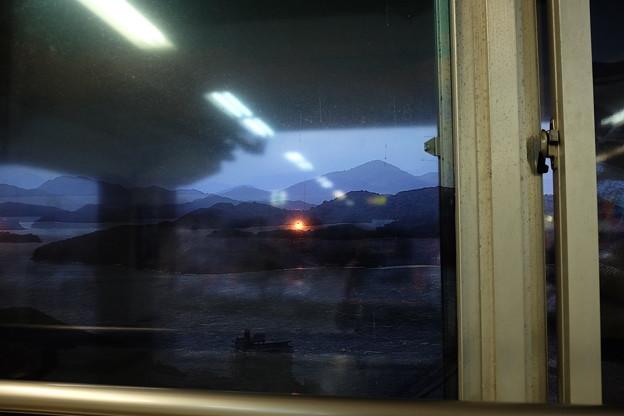窓の外の夕日?