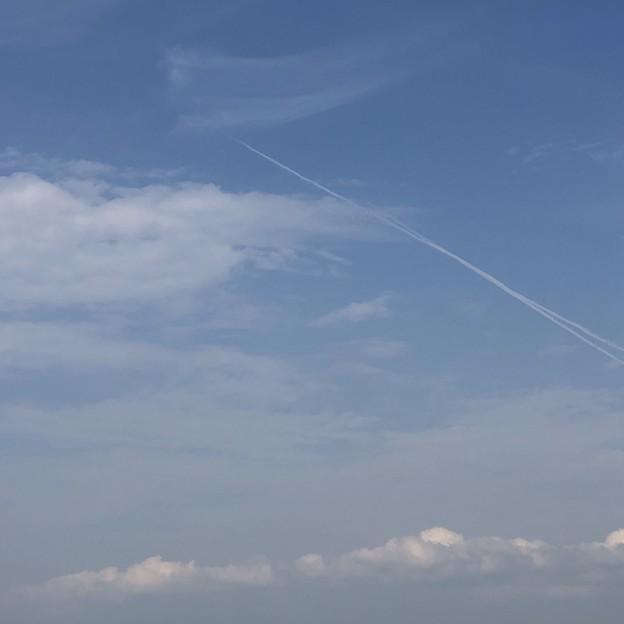 2018.10.9 飛行機雲(片江展望台から)