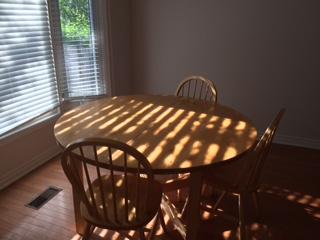 10.テーブル&椅子のセット 30ドル