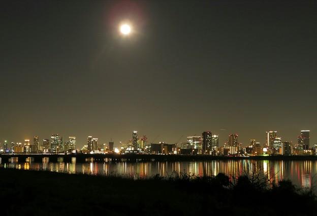 大阪・梅田ビル街の夜景