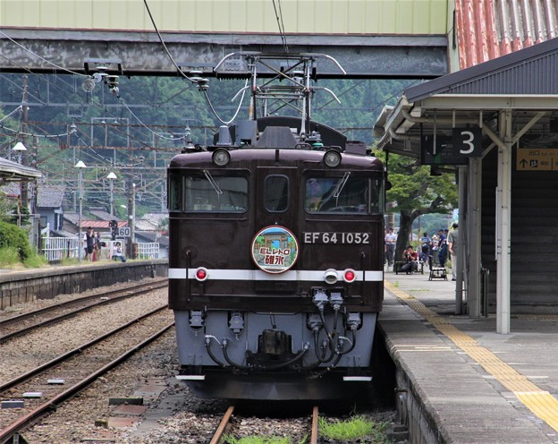 写真: EL SL碓氷 EF64 横川駅