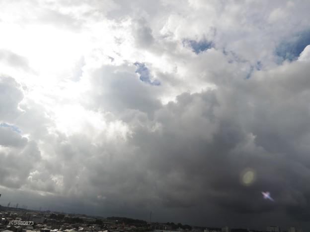 Photos: 南の空に暗雲が広がる・・・
