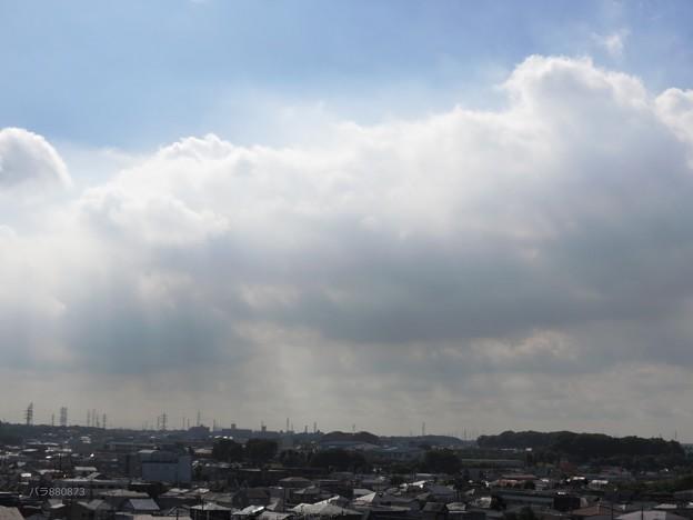 写真: 雲の下は雨!