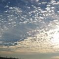 遅い朝陽とウロコ雲(1)