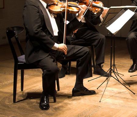 中野・江古田 バイオリン 個人レッスン ヴィオラ 吉瀬弥恵子 ワイズ音楽教室 座って弾く姿勢