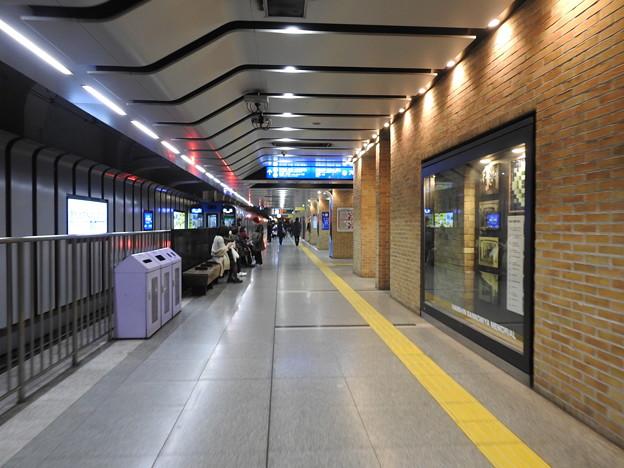 阪神神戸三宮駅/駅ホーム