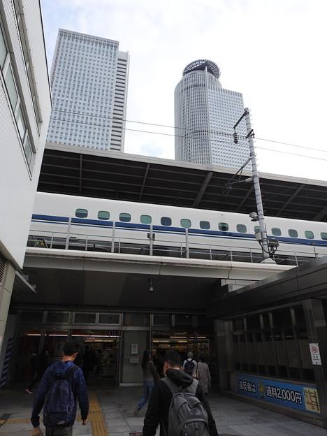 名古屋駅/太閤口から見上げた新幹線ホーム