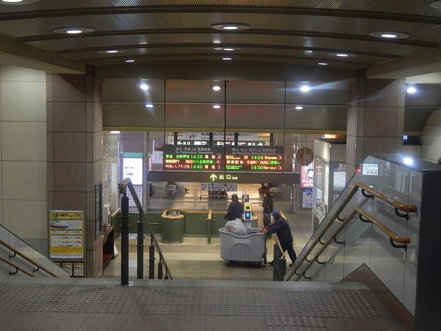 坂出駅/コンコースから改札方向