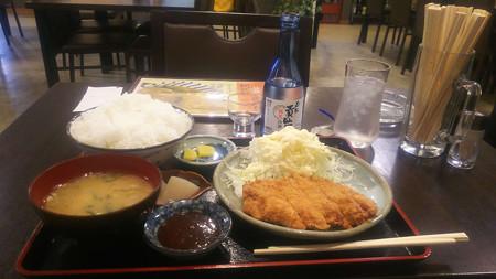とんかつ定食と貴仙寿